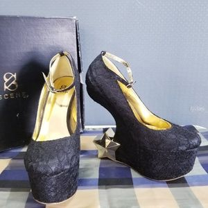 SCENE'S Black Lace Gold Star Wedges LEVEN